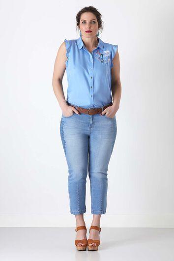 Slim leg capri jeans