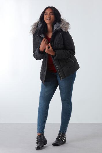 Gewatteerde jas met imitatiebontkraag
