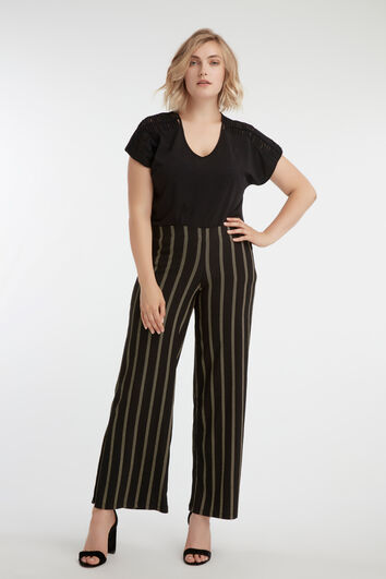 Pantalons amples et rayés