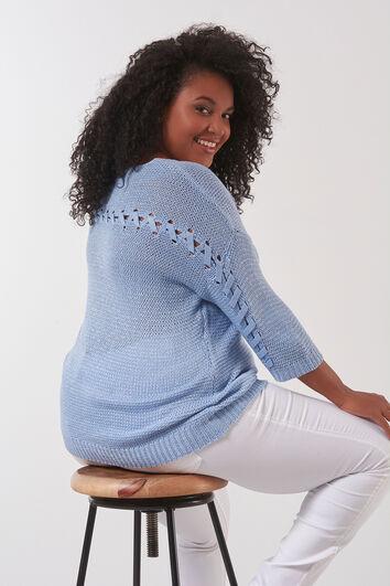 Pull-over tricoté avec détails dans le dos